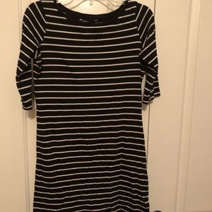 The French connection size 6 dress. 3/4 sleeves.